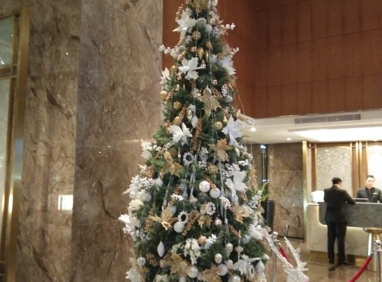 Look & Feel (Christmas Ornaments): Silver Christmas 2019 Celebration at Ritz Carlton Pacific Place by Gria Florist.